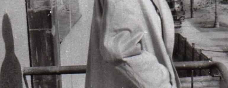 Witek na balkonie na Walecznych 41 widok w kierunku Saskiej, rok 1958