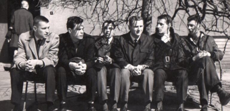 Stara Saska Kępa i jej młodzież