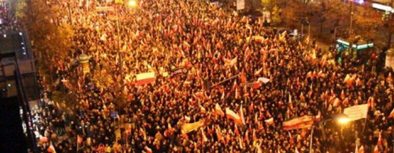 """fot. <a href=""""http://marszniepodleglosci.pl/historia-marszu-niepodleglosci/"""" target=""""_blank"""">marszniepodleglosci.pl</a>"""