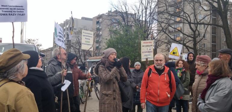 Protest mieszkańców przeciwko tramwajowi na Gocław przez działki