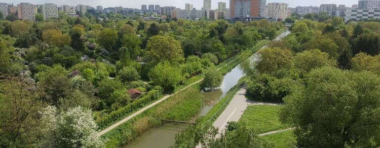 Plan dla Saskiej Kępy sięga wyłącznie do widocznego w środku zdjęcia trawnika. Pozostała część terenu zielonego nie jest objęta ochroną przez żaden plan miejscowy.