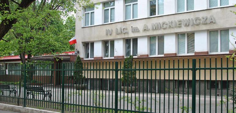 Odsłonięcie tablicy pamięci Cichociemnym w L.O. im. A. Mickiewicza