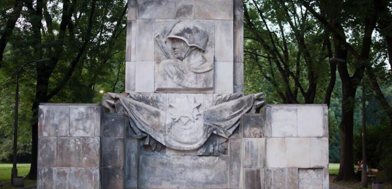 Park Skaryszewski już bez radzieckiego pomnika. Wyburzono go przez ustawę dekomunizacyjną?