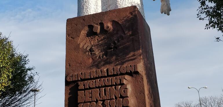 Pomnik generała Berlinga zniknie z Saskiej Kępy