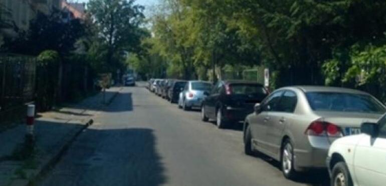 Kolizja samochodów na Saskiej Kępie. Dziecko trafiło do szpitala