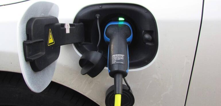 Czy na Saskiej Kępie potrzebne są stacje do ładowania aut elektrycznych?