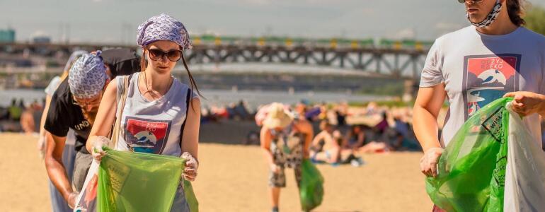 Akcja sprzątania brzegów rzeki w ramach kampanii Dzielnicy Wisła